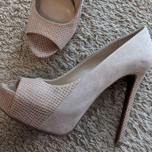 Jessica Simpson high pumps beige